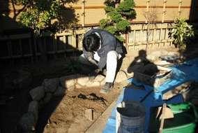 目地・裏込め材はニュード(自然素材)で環境に優しい素材です。今回は目地に使いましたが庭全面に使えます