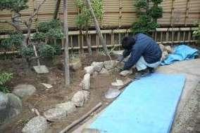 木曽石の積み石、目地はニュー土を使用。