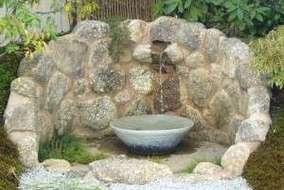 水の音を楽しむ壁泉。水道水を使うため、循環にしました。  すごく良い水音が聞けます。