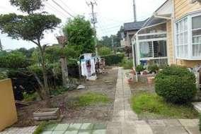 庭木などで庭が狭かったので、少し整理等と庭木撤去の設計にしました。