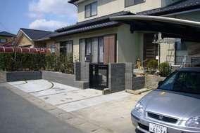 1台分増設と屋根付きのカーポートを施工。