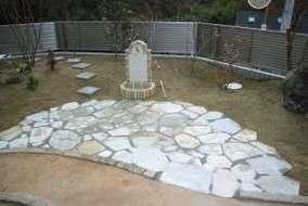 立水栓、石張りテラス、自然土野舗装