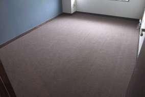 カーペット 密度が極めて高く毛足が短いため耐久性に優れているドイツ製のフォアベルグのカーペットを選定