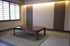 和室 吹き寄せ障子と壁のエコカラットが横の広がりを感じさせます