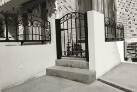 庭廻り階段とフェンス