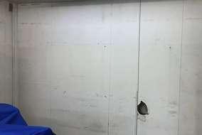 穴があいてしまった所を 塞ぐぬのではなく なんと、壁をはがすことに!!