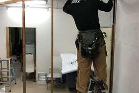 職人と一緒に 自分も壁をはがすお手伝いをさせていただきました!
