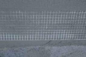 シーラー塗布後ガラスネット貼りモルタルにより上塗りを数回にわたり左官仕上げしていきます。