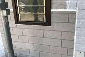 外壁が特別なもののため お客様にも了承を得て 似ている外壁で施工させていただきました。