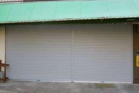 三木市の店舗側のサンオートAD 二連の施工事例です。
