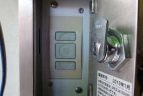 三和シャッター サンオートADの押しボタンスイッチです。