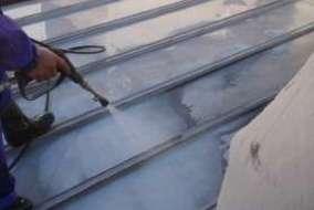屋根 高圧洗浄の施工画像です。
