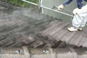 屋根 吹きつけ工事