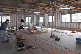 屋内工事に突入です。ここからは同時進行で複数の作業にあたるため、人の出入りもグッと多くなります