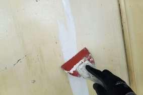 エポキシ系パテにてひび割れ補修。