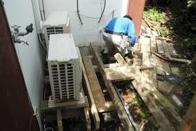 今回の現場は、別荘のウッドデッキ工事です。大分朽ちて来たので直しの工事依頼です