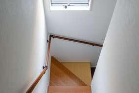 階段の板は段違いに色を変えています。遊び心がうかがえるお施主様との思い出になる階段です。