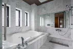 浴室はユニットバスではなく‐STONES HOUSE-ではもちろん石を使って製作しました。