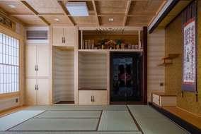 真壁和室になります。天井は大工さんの造作天井になります。
