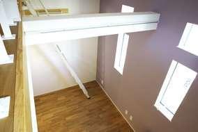 3階の上のロフトからの風景です。極小地のため縦の空間を使い収納ロフトを設けています。