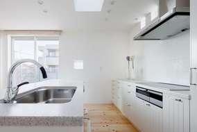 LDK含め床材は ヒノキの節有 オスモ(自然塗料)仕上げにしています。