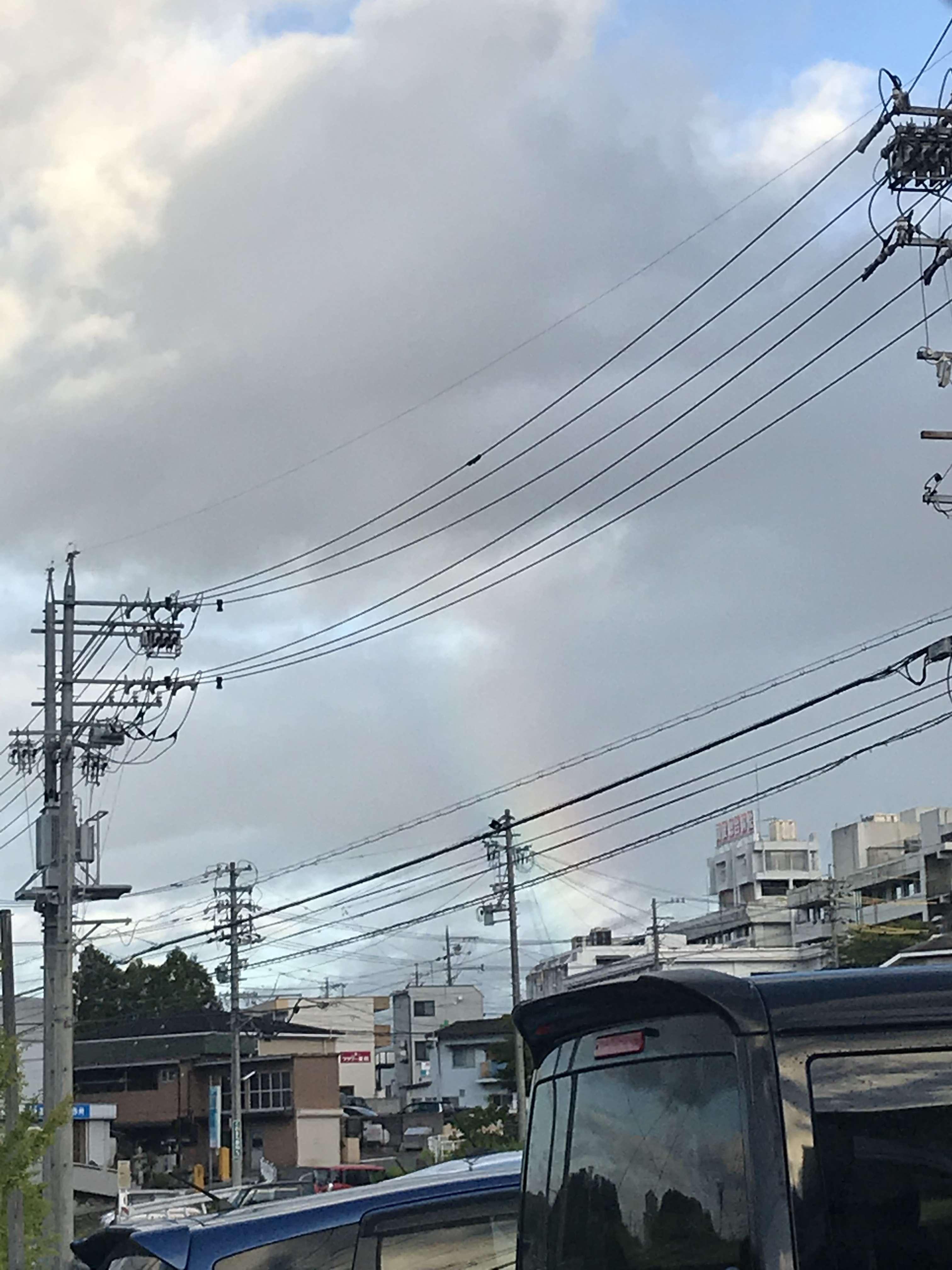 虹 が 虹 が 空 に かかっ て