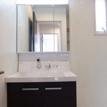 3面鏡付独立洗面台