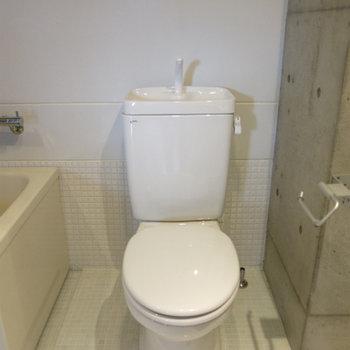 お風呂のとなりは直ぐトイレ