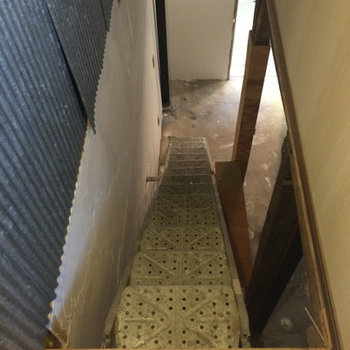 階段は工事現場にあるようなもの。