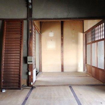 玄関入って右手の4.5帖の部屋。