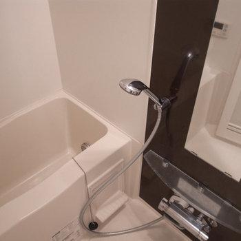 お風呂もキレイで湯船につかりたくなる※写真は別部屋です
