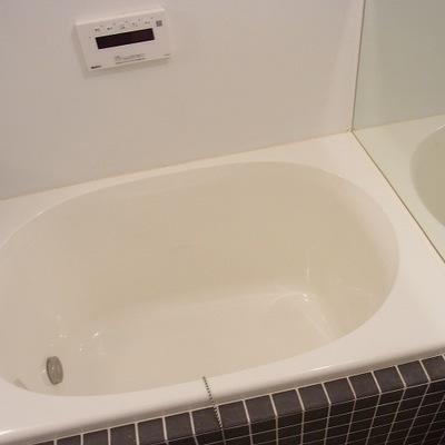 お風呂はコンパクト。