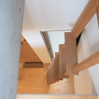 階段がかなり急。頭上注意です