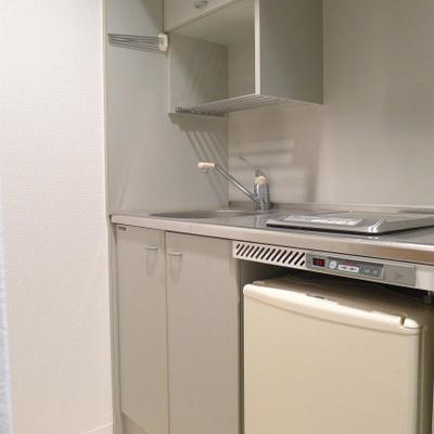 ミニ冷蔵庫付きシステムキッチン