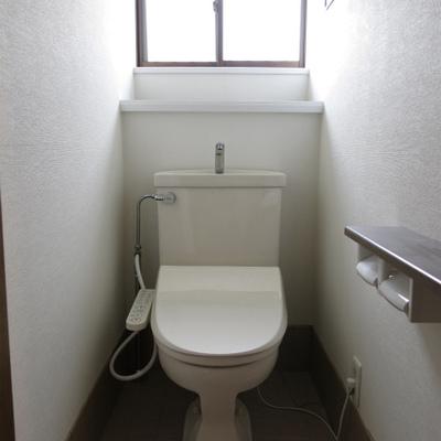1Fのお手洗いです。ウォシュレット付き!