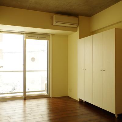 収納は可動式。部屋を区切って寝室を作っても〇
