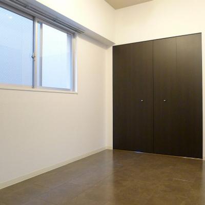 間仕切れば個室空間になります。