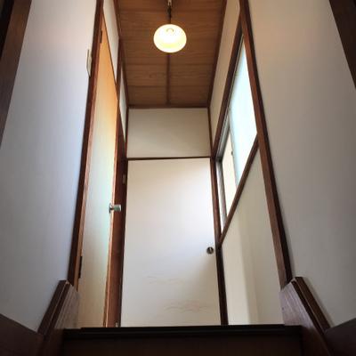 階段を上る。