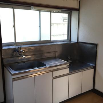 キッチンは置き型ですが大きいです。