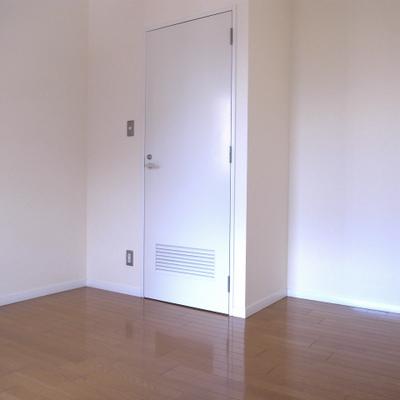 寝室も良い空間!※写真は別部屋です。