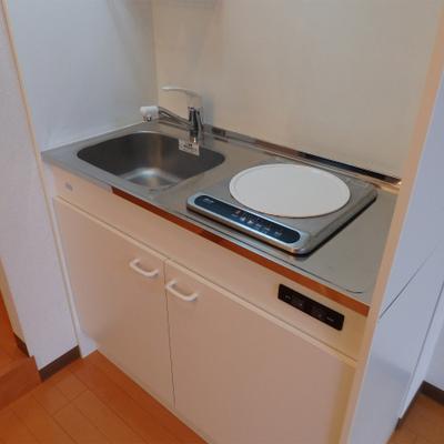 IHが1口のみ。簡素なキッチンです。