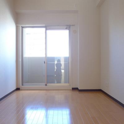 北側の洋室にも窓、ベランダあります。※写真は別部屋です