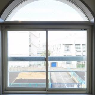 可愛らしいまあるい窓