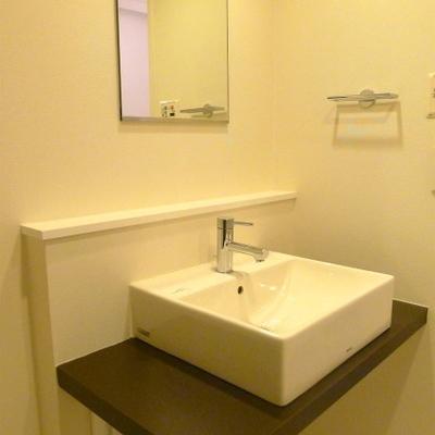すっきりとしたデザインの洗面台です。