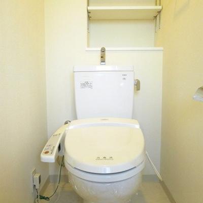 トイレにも棚があります。