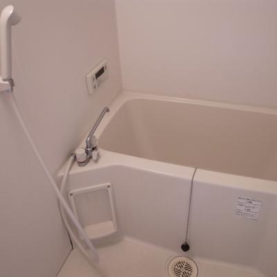 お風呂は最新ではないです。