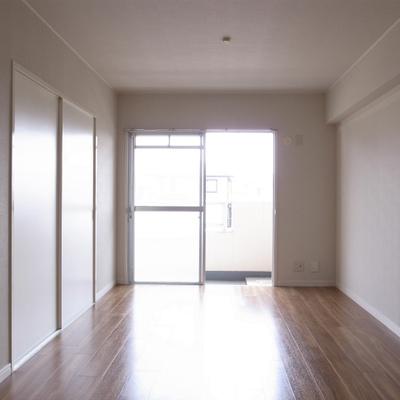 日当りもいいです。左が和室です。