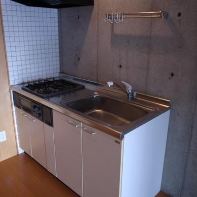 コンパクトなキッチンです。※写真は別部屋です