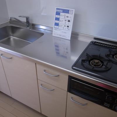 キッチンもガスコンロ2口※写真は別部屋です。