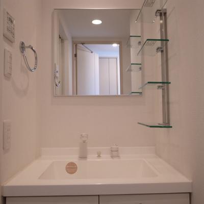 独立洗面台。※写真は別部屋です。